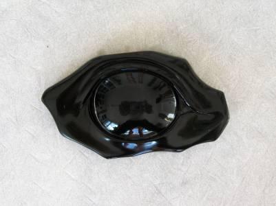 Relief. Obsidian auf Marmor. Gestaltet von Matzi Müller, Atelier Donnerkeil auf Kap Arkona.