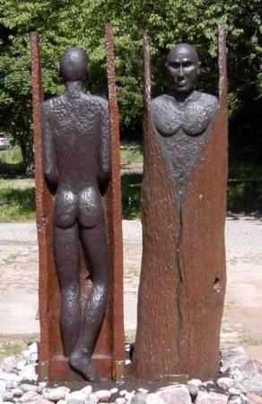 Grenzgänger. Skulptur in Eiche. Gehauen von Matzi Müller.