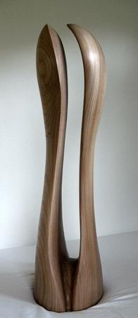'Teilung'. Skulptur in Ulnenholz. Gehauen von Matzi Müller im Atelier Donnerkeil.