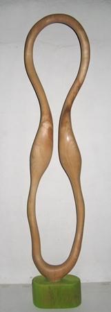 'ohne Titel'. Skulptur in Wildkirschbaumholz. Gehauen von Matzi Müller im Atelier Donnerkeil.
